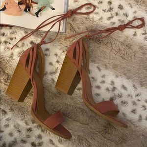High-heeled pink sandals with ties